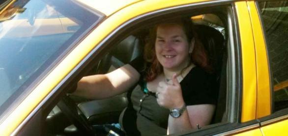 Mulheres se sentem mais confortáveis com uma mulher no volante do táxi