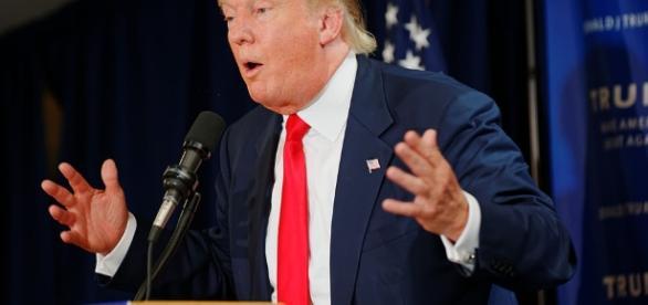 Donald John Trump (New York, 14 giugno 1946) è un imprenditore, personaggio televisivo e politico statunitense