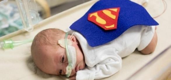 É um mais fofo do que o outro. De super-heróis, esses bebês prematuros ficaram ainda mais irresistíveis.