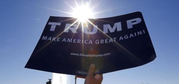 Estudantes do ensino médio na Califórnia protestam contra Donald Trump