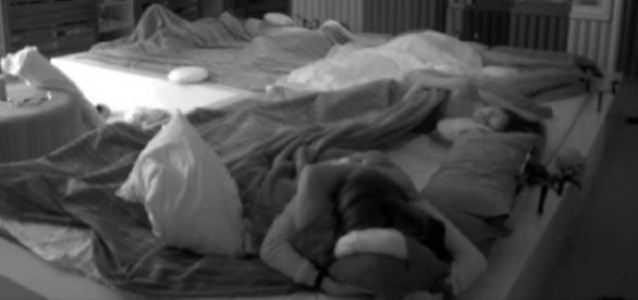 GH17: ¡¡Alain y Meritxell tienen sexo bajo las sábanas!!