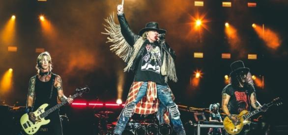 Guns N' Roses não ecomomizou nos clássicos e levantou o público de Porto Alegre