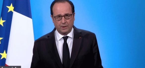François Hollande, très digne, renonce à sa candidature à l'Élysée