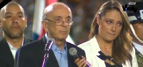 José Serra chorou durante homenagem à Chapecoense (Foto: Reprodução)
