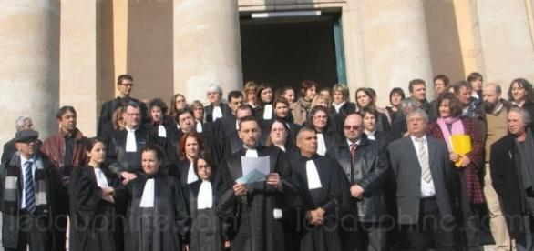 """Les juges Français ont-ils trop de pouvoirs, au point d'imposer une """"police de la pensée"""" au monde entier ?"""