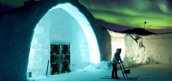 Entrada principal del ICEHOTEL, el hotel de hielo más grande del planeta