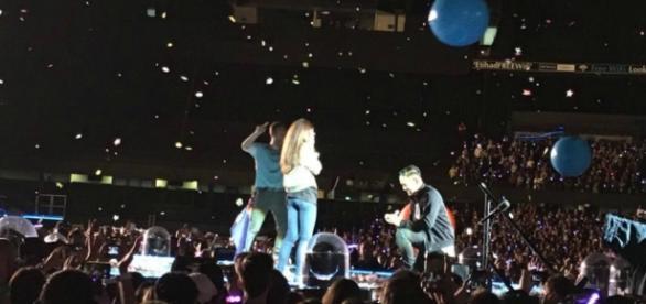 Pedido de casamento é feito durante show da banda Coldplay na Austrália