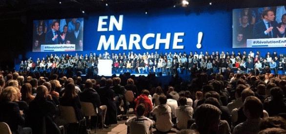 Pour son meeting parisien, Emmanuel Macron a fait davantage que salle comble