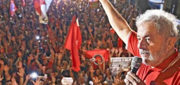 Lula lidera todos os cenários de 1º turno para 2018, diz pesquisa