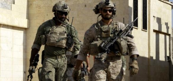Spezialkräfte in Syrien im Einsatz: US-Soldaten mit Kurden-Logo ... - tagesschau.de