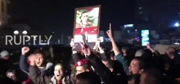 Syrer feiern die Befreiung von Aleppo