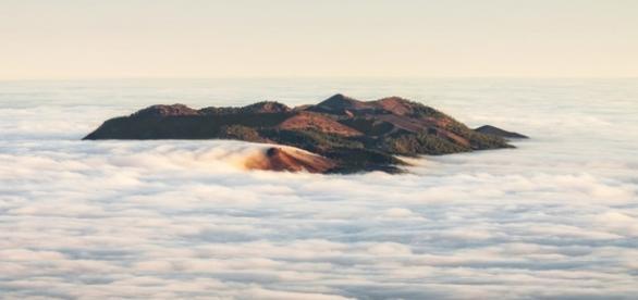 Cumbre Vieja tapado pelas nuvens, nas Ilhas Canárias (Getty)