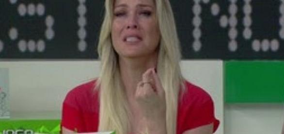 Renata Fan chora, ao vivo, em programa - Google