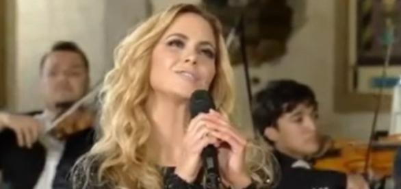 Lucero canta 'Te amarei toda a vida', em homenagem à Virgem de Guadalupe