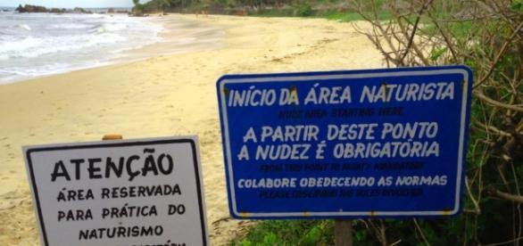O Brasil conta com lindas praias de nudismo e os frequentadores precisam obedecer às regras