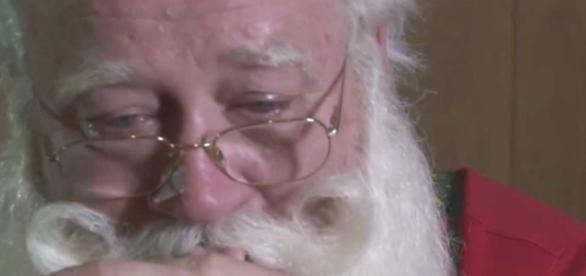 Papai Noel chora ao lembrar morte de garoto - Imagem/Google