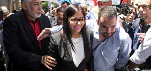 Canciller Rodríguez intentó entrar a la fuerza a reunión donde no fue invitada