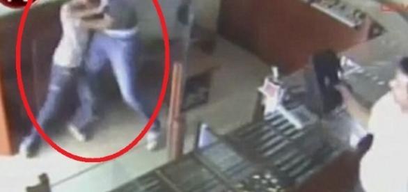 Criminosa é parado por uma criança - Foto/Reprodução: Youtube