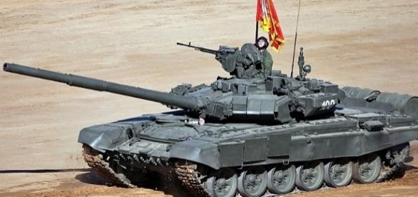 Die Russen werden kommen, um uns zu befreien? EinT-90 der Russischen Föderation, CC B-Y 4.0, Vitaly V. Kuzmin