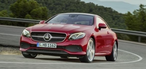 Mercedes-Benz Classe E Coupé 2017 tem linha atlética para reforçar lado esportivo