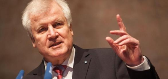 Seehofer droht der CDU und meint es ernst. (Fotoverantw./URG Suisse: Blasting.News Archiv)