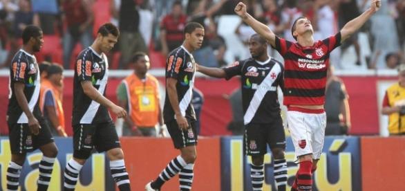 Thiago Neves atuando contra o Vasco, em sua passagem pelo Flamengo. fonte: Globo Esporte.
