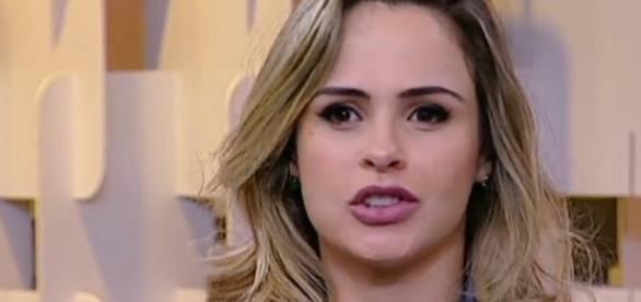 Ana Paula comenta no 'Fofocando' sobre o desentendimento com Tiago Leifert