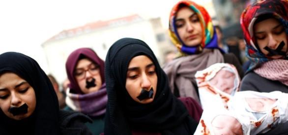 Homens querem matar esposas, irmãs e filhas na guerra (Foto: Reuters)