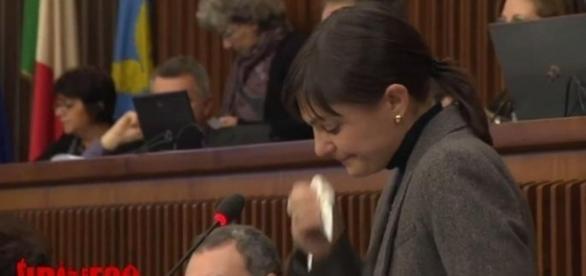 Il pianto di Debora Serracchiani durante la riunione del Consiglio regionale del Friuli Venezia Giulia