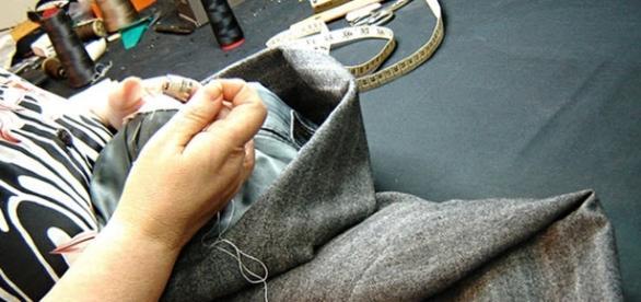 O serviço de conserto de roupas nunca este tão em alta como nos dias atuais