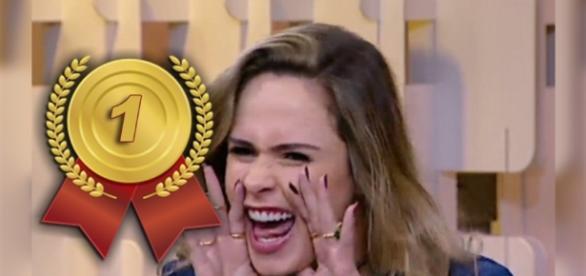 Ana Paula comentou temas polêmicos, no 'Fofocando'