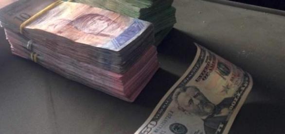 Criza economică se accentuează în Venezuela după retragerea bancnotelor de 100 de bolivari