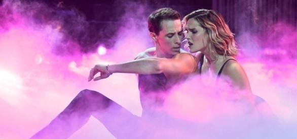 Danse avec les stars – Karine Ferri éliminée en demi-finale - lci.fr