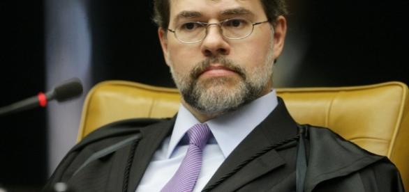 Ministro pode ser suspendido da Operação Custo Brasil