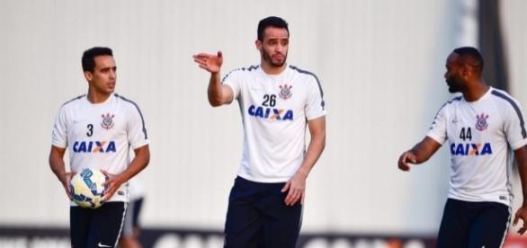 Jadson pode retornar ao futebol brasileiro após um ano