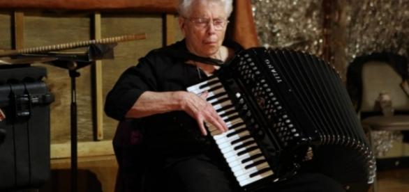 """Pauline Oliveros creadora del 'Deep Listening"""" a sus 84 años"""