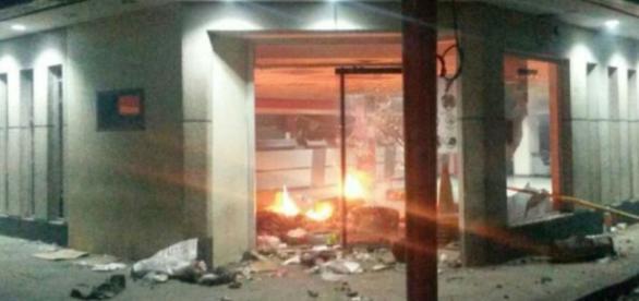 Banco Bicentenario saqueado y quemado en Venezuela