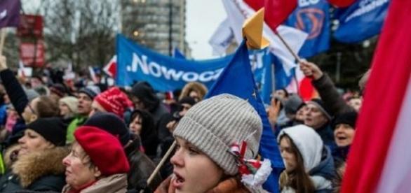 Criză în Polonia. Mii de oameni au protestat împotriva guvernului