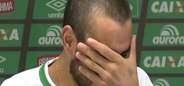 Jogador da Chapecoense chora em entrevista - Google