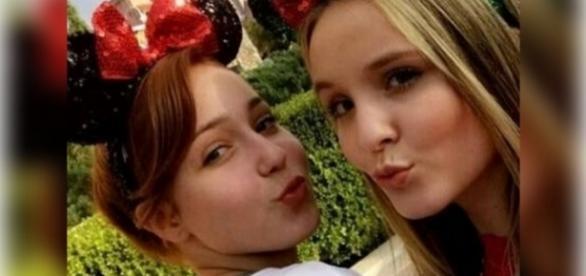 Larissa Manoela leva amiga para viagem a Disney