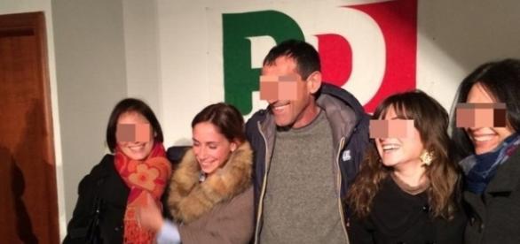 Malena la pugliese, la pornostar scoperta da Rocco Siffredi, durante una riunione Pd
