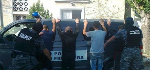 Polițiștii de frontieră se confruntă cu numeroase cazuri de treceri fraudulose