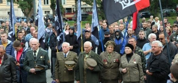 Neonaziści z Misanthropic Division na marszu (foto kresy.pl)