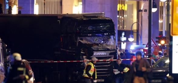 Caminhão atropela dezenas de pessoas em Berlim / Imagem: reprodução