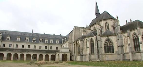 Loir-et-Cher : l'abbaye de Pontlevoy bientôt vendue aux enchères ... - francetvinfo.fr