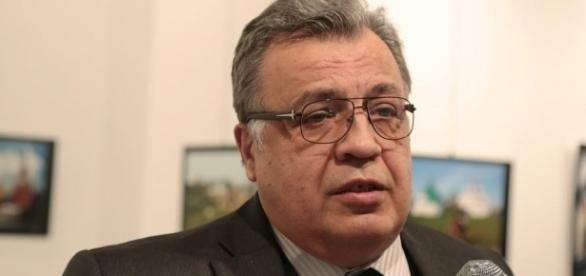 Turcja: rosyjski ambasador zastrzelony podczas wystawy w Ankarze (fot. wyborcza.pl)