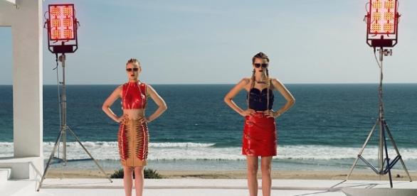 Refn dépeint une vision sombre de la mode, en plongeant l'audience dans une industrie cruelle où l'être humain est réduit à l'état de viande.
