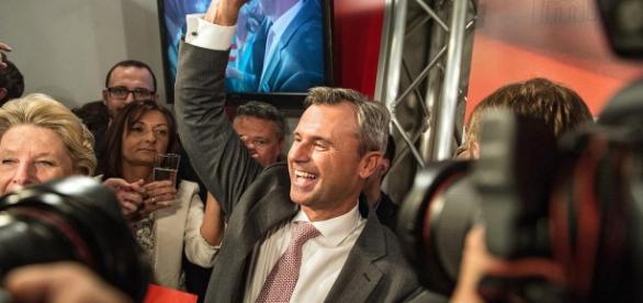 Schafft es der smarte FPÖ-Kandidat in die Wiener Hofburg?