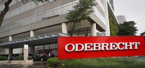 A costrutora Odebrecht envolvida em um grande escândalo de corrupção.