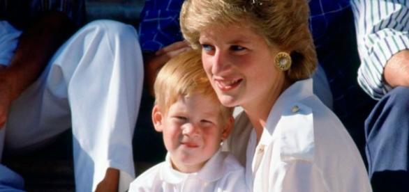 Princesa Diana com o príncipe Harry